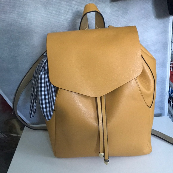 8b5463e0bc3 Zara Yellow Backpack. M_5ad22a5884b5ce44831e9c4b